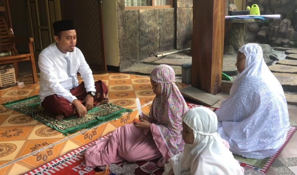 Momentum Langka Shalat Idul Fitri di Rumah. Kolom ditulis oleh Dr M Arfan Mu'ammar MPdI, Sekretaris Program Pascasarjana Universitas Muhammadiyah Surabaya.