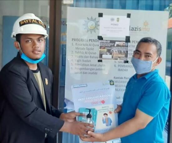 IPM Krian salurkan 100 paket sembako di lingkungan Kecamatan Krian. Aksi sosial tersebut dilakukan Satgas Pelajar Tanggap Covid-19 pada Sabtu (9/5/20).
