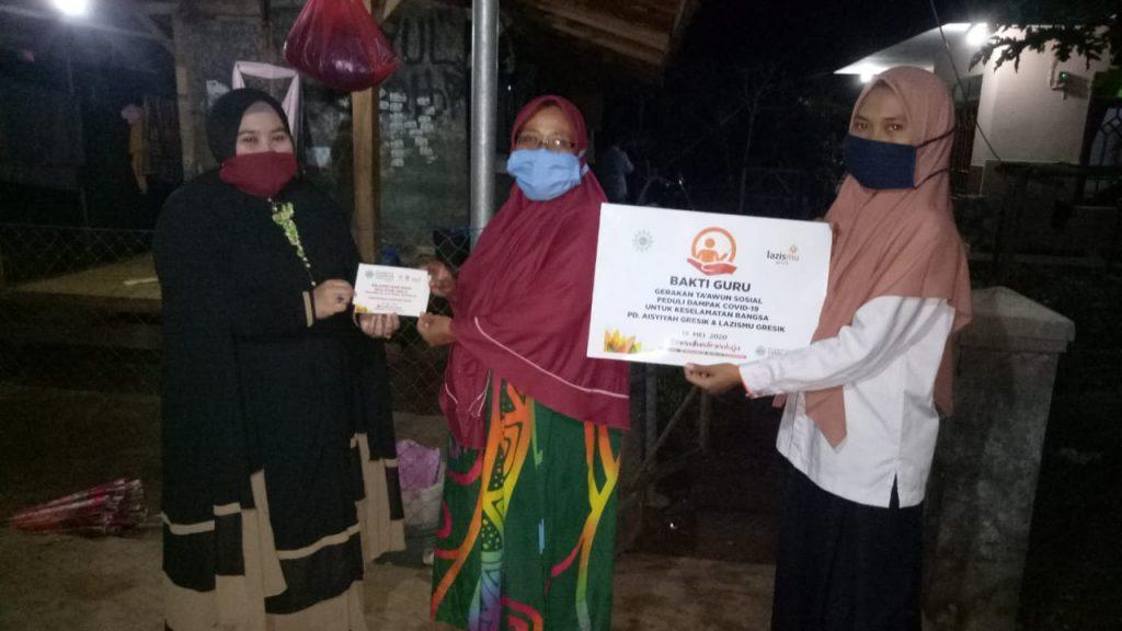 Lazismu Daun menggelar kegiatan Peduli Guru, bekerja sama dengan Pimpinan Daerah Aisyiyah (PDA) Kabupaten Gresik, Sabtu (23/5/20).