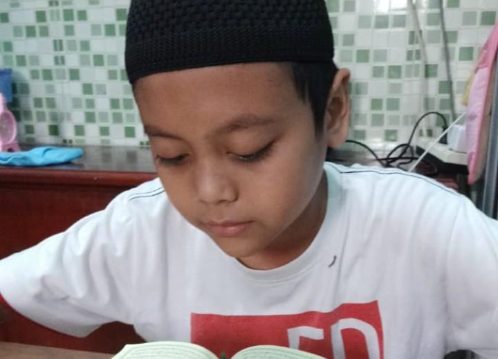 MIM Dolopo khatam dan hafal Quran daring. Kegiatan daring (dalam jaringan) dilakukan mengantisipasi penyebaran Virus Corona dimulai pada Jumat (24/4/2020).