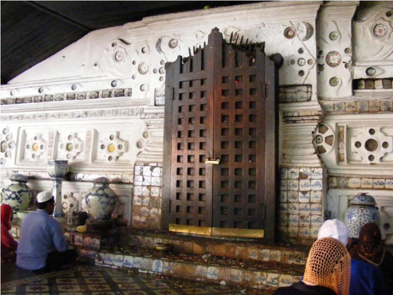 Makam Sunan Gunung Jati di Gunung Sembung Desa Astana, Cirebon.