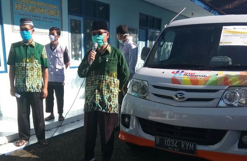 UMKM disantuni PCM Sambit Ponorogo. Melalui program lumbung pangan mereka menyalurkan 728 paket sembako dan uang tunai 15 juta, Ahad (10/5/20).