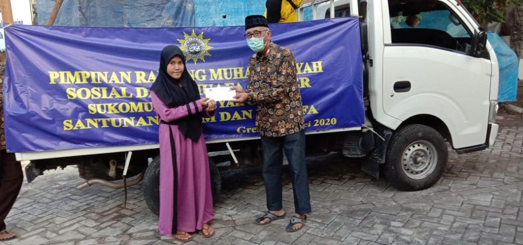 PRM Sukomulyo mengadakan santunan yatim piatu dan dhuafa, Rabu (20/5/20). Kegiatan tersebut rutin diadakan saat Ramadhan setiap tahun.