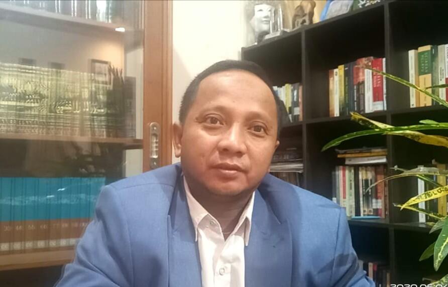 Pradana Boy. Mengulas Tiga elemen gerakan Muhammadiyah. (foto dokumentasi PWMU.CO)