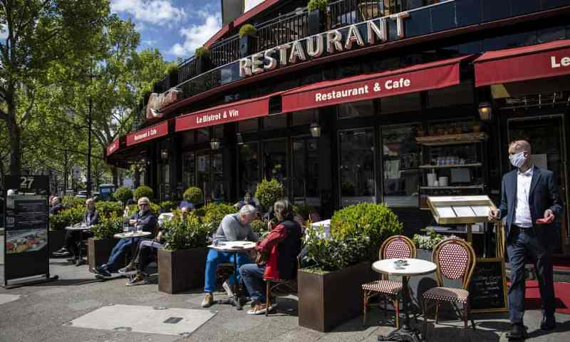 Eropa buka lockdown. Suasana restoran di Berlin Jerman.