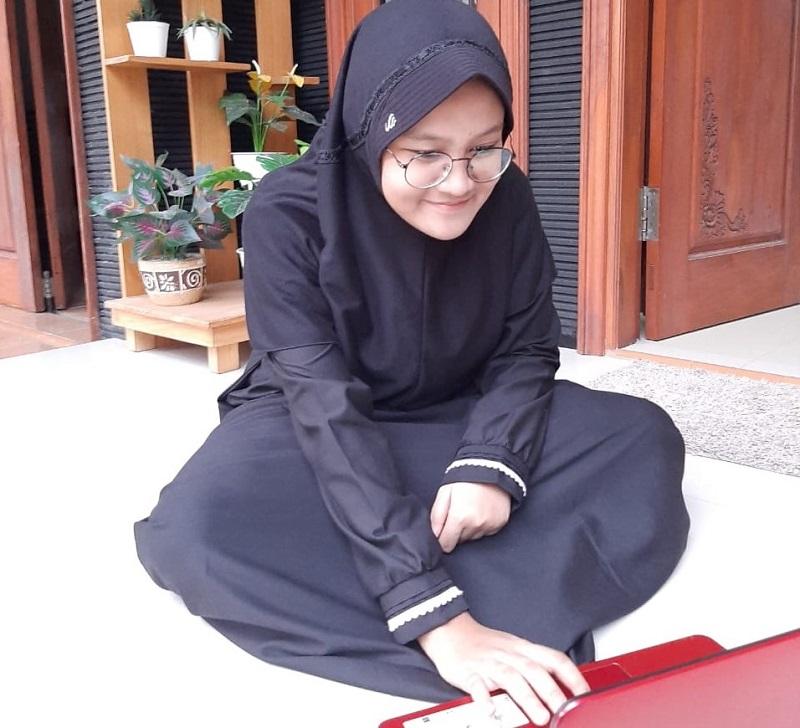 Kesan santri SMA Aisyiyah Boarding School Malang (ABSM) setelah 2 minggu mengikuti PAT online lebih efesien waktu karena dikerjakan di rumah.