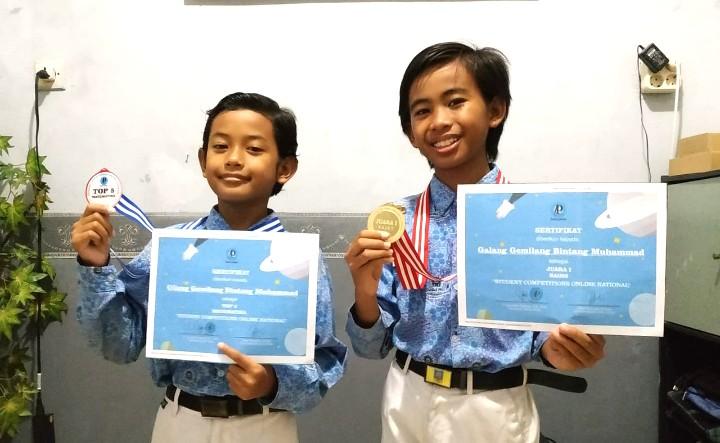 Siswa ini raih prestasi nasional saat pandemi Covid-19. Dua siswa SDM 18 Surabaya meraih prestasi di ajang Student Competitions Online National.