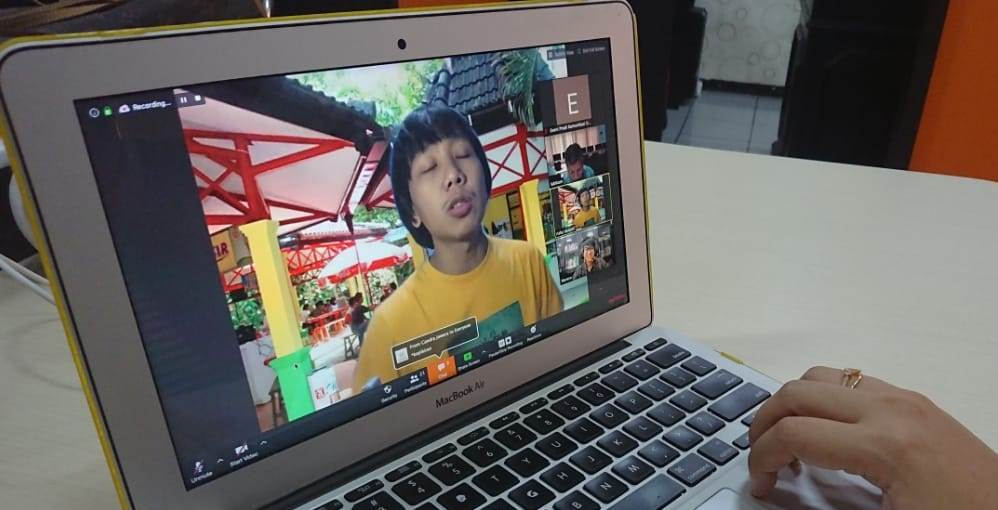 Kisah konten kreator alumni UMM Rizky Boncel dikupas dalam serial Communication Talk Prodi Komunikasi UMM, acara bincang online alumni, Sabtu (9/5/20).