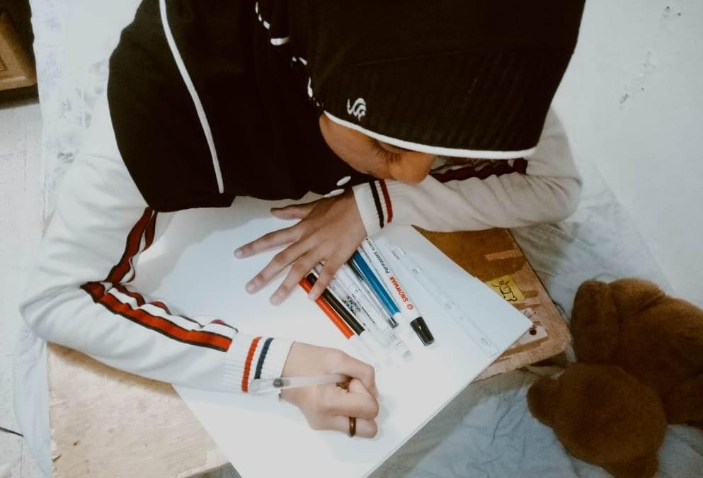 Kreasi siswa SMP Mutu di masa pandemi patut diapresiasi. Dalam kondisi libur sekolah dan penerapan belajar dari rumah, dia sukses berkarya melalui doodle art.