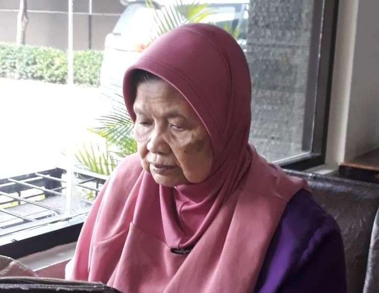 Hajah Musyrifah, ketua PWA Jatim periode 1990-2010. (foto dokumentasi keluarga)