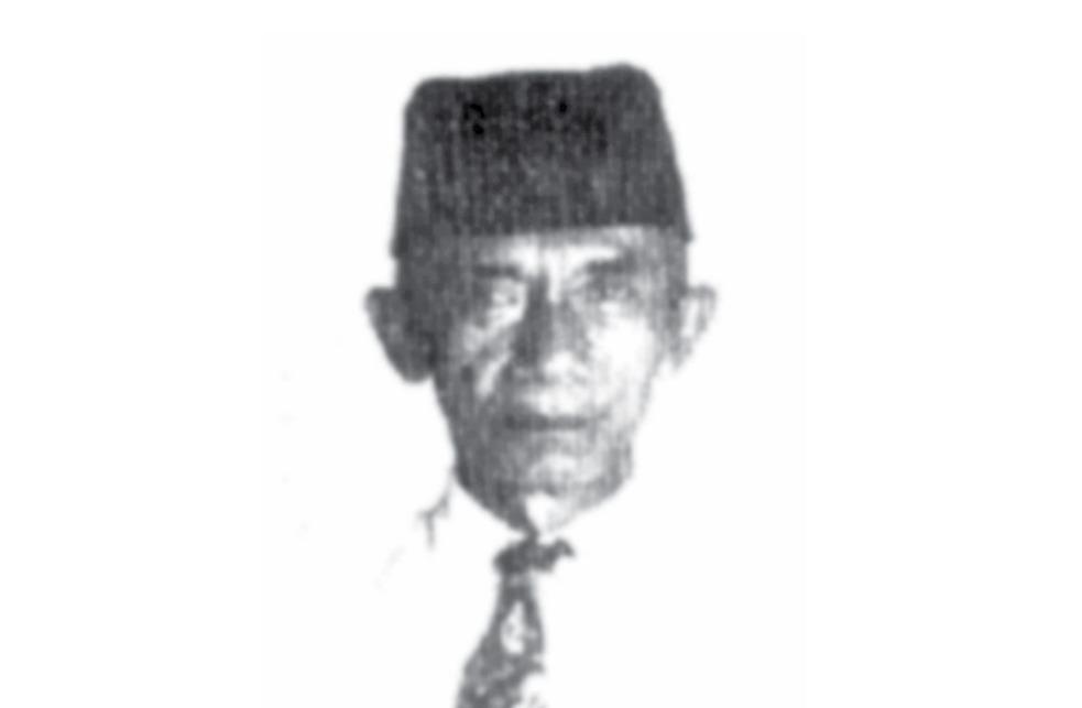 KH Syuja', sang Pemimpi Gila ditulis oleh M. Anwar Djaelani, aktivis dakwah kelahiran Pamekasan Madura yang giat menulis.