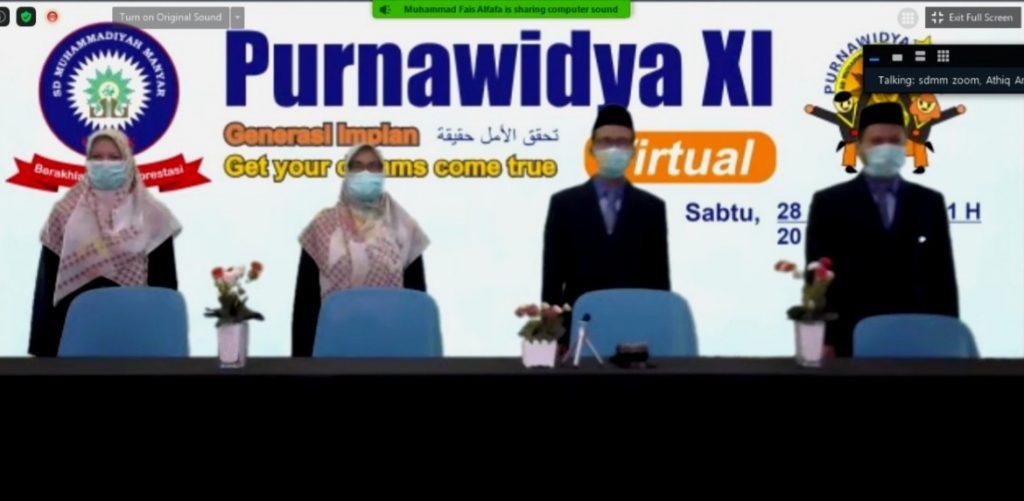 Wisuda Maya SDMM serasa di Dunia Nyata. Tepat pukul 08.00 aplikasi Zoom Cloud Meetings Purnawidya XI SD Muhammadiyah Manyar Gresik dibuka.
