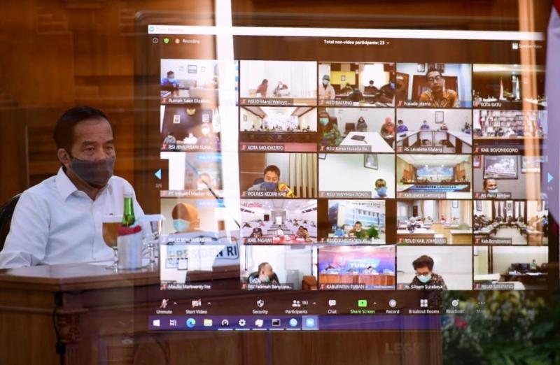 Presiden Jokowi memimpin rakor penanganan covid dengan Pemda di Jatim. (Faishol/PWMU.CO)