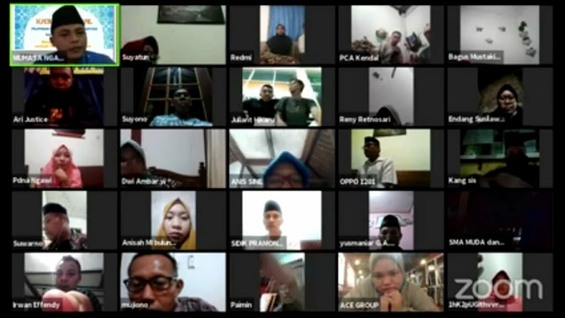 Aksi sosial Muhammadiyah atasi pandemi Covid-19 tak tebang pilih atau pilih kasih. Muhammadiyah tak menanyakan agama penerima bantuan.