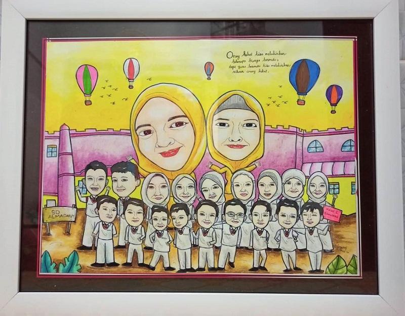 Kado kartun yang persembahkan orangtua siswa kelas II Samudra SD Alam Muhammadiyah (Almadany) Kedanyang Gresik memberi kesan mendalam.