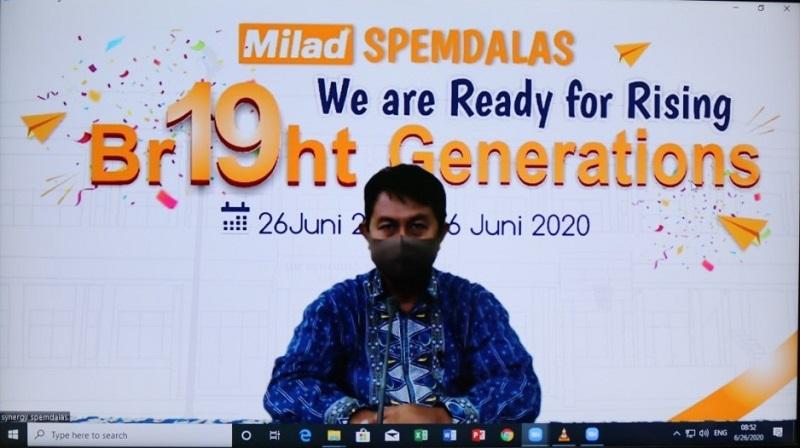 Rayakan Milad ke-19 secara virtual SMP Muhammadiyah 12 GKB (Spemdalas) bagi-bagi hadiah ke guru, karyawan, dan siswa, Jumat (26/6/20).
