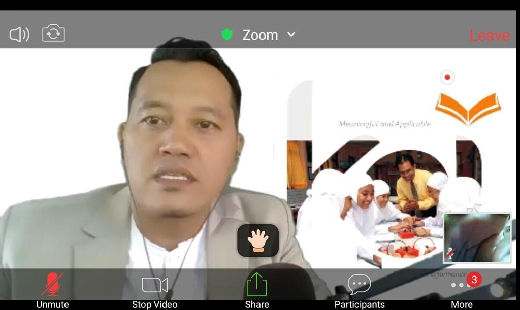 4 hal penting bagi orangtua saat pandemi Covid-19 menjadi topik bahasan dalam Halal bi Halal Virtual SD Muhammadiyah Manyar (SDMM) Gresik, Sabtu (13/6/20).