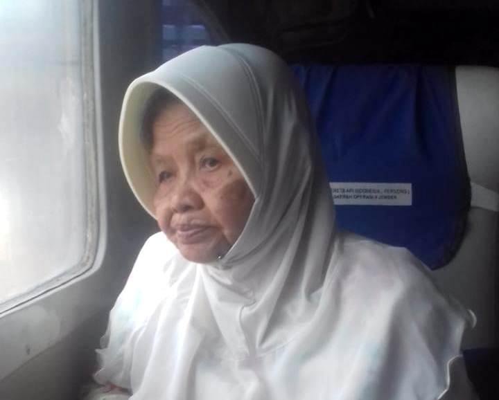 Ketua PWA Jatim 1990-2010 Hajah Musyrifah. (foto dokumentasi keluarga)