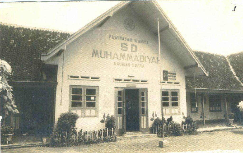 Kiai Dahlan tak pernah sekolah mendirikan banyak sekolah Muhammadiyah seperti SDM Kauman Yogya ini.