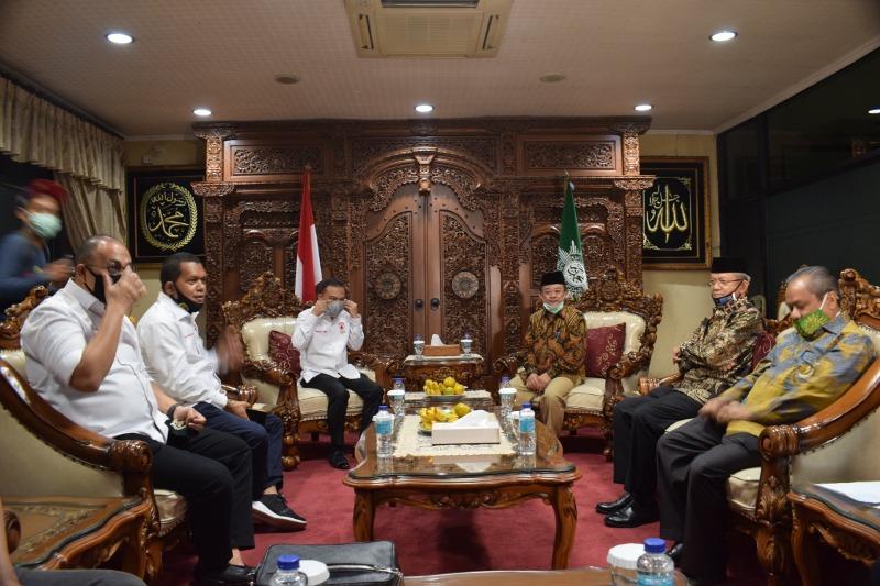 Euforia new normal bisa menjadikan rakyat ambyar disampaikan Abdul Mu'ti ketika menerima Satgas Covid DPR di Kantor PP Muhmmadiyah Jakarta.