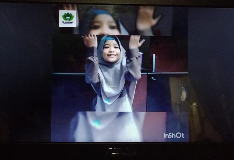 Video kreatif jaga alam karya orangtua siswa SD Almadany kedanyang Gresik berdurasi 2 menit 42 detik inspiratif, menarik disimak.