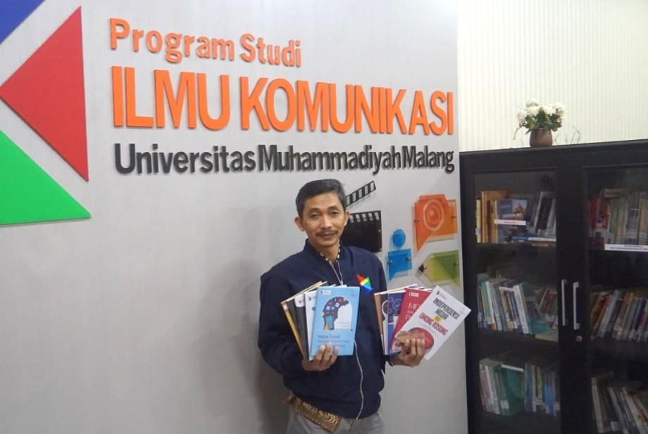 Pecah rekor, 10 buku sekali terbit di Program Studi (Prodi) Ilmu Komunikasi Universitas Muhammadiyah Malang (UMM), Senin (15/6/20).