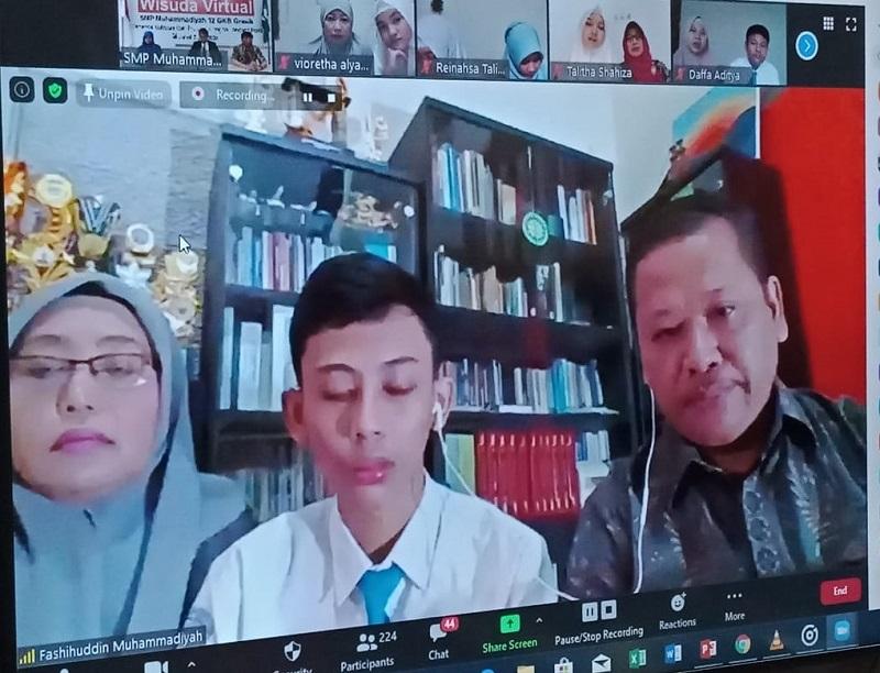 Wisudawan virtual siswa Spemdalas ke-17, Jumat (5/6/20) keren. Mereka adalah pilihan Allah SWT. Inilah yang disampaikan perwakilan wali siswa dalam sambutannya.