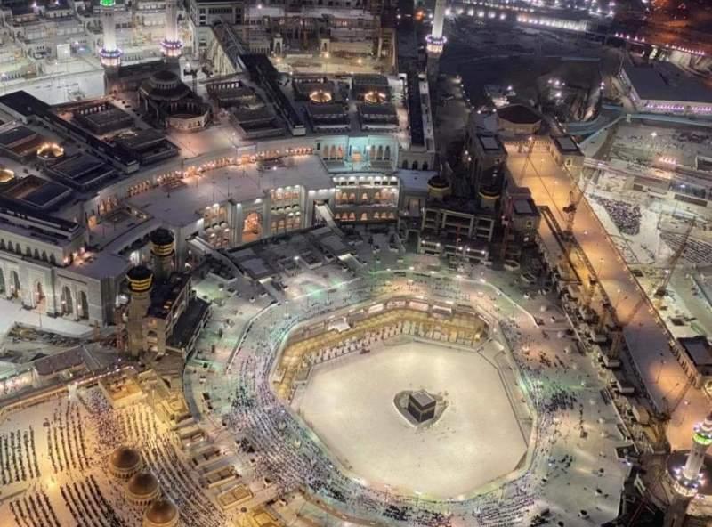 Haji batal, mukimin menganggur panjang. Foto suasana Kakbah dan sekitar Masjidil Haram.