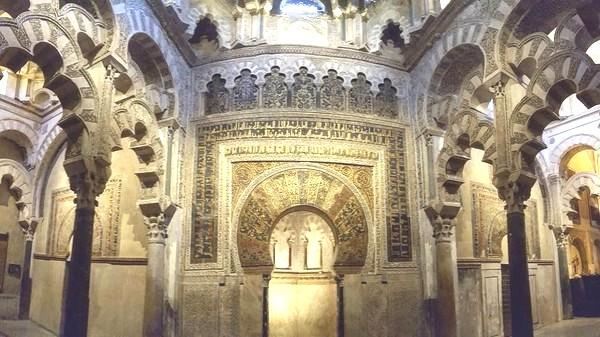 Jadi Katedral Masjid Cordoba Tak Seberuntung Hagia Sophia, kolom oleh Prima Mari Kristanto. warga Muhammadiyah, tinggal di Kota Lamongan.