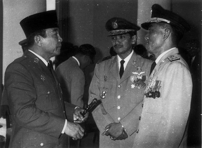 Bung Karno, Marsekal Oemardani, dan Jenderal Ahmad Yani.