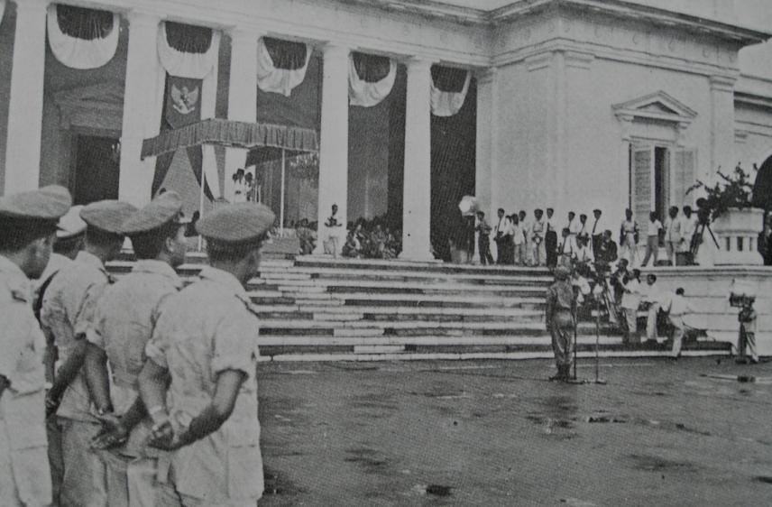 Pengumuman Dekrit Presiden 5 Juli 1959 di Istana Merdeka.