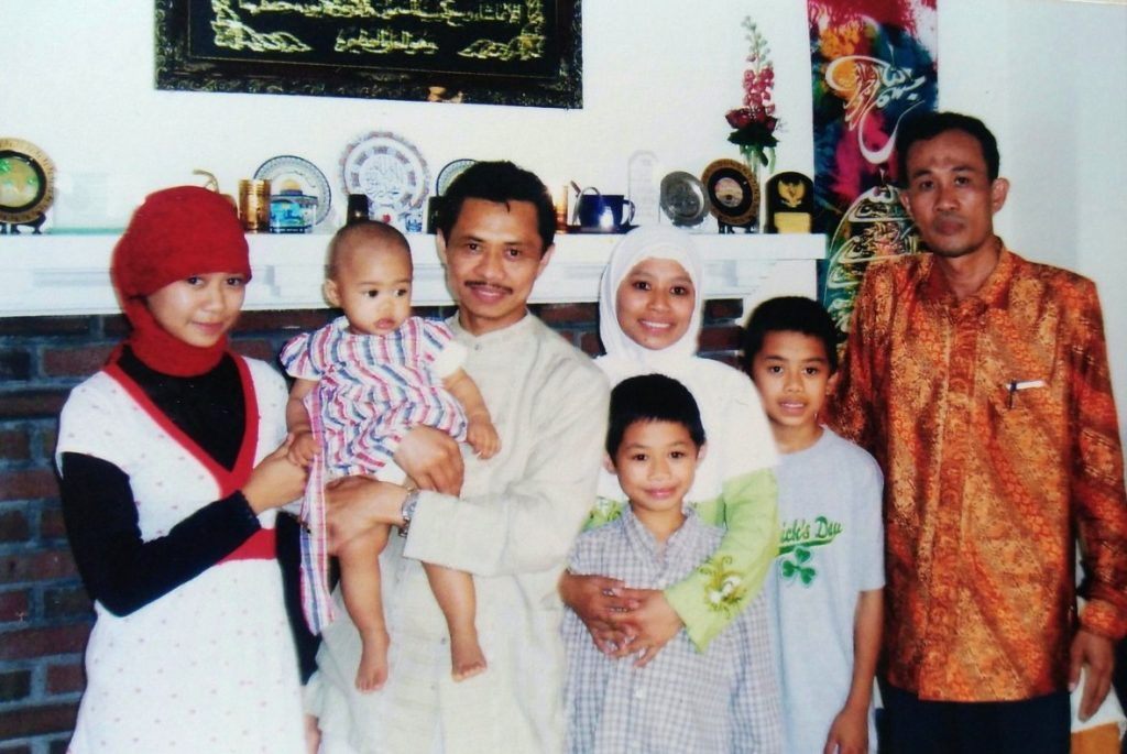 Pengalaman bersama Komunitas Sufi Amerika ditulis oleh Nadjib Hamid, Wakil Ketua Pimpinan Wilayah Muhammadiyah Jawa Timur.