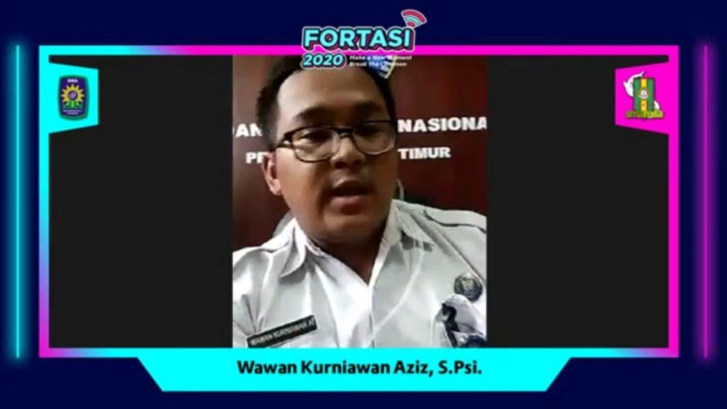 Wawan Kurniawan Aziz SPsi dari BNN Provinsi Jatim memaparkan tentang bahaya narkoba dan pencegahannya di Fortasi Smamda Surabaya (Maurice/PWMU.CO)