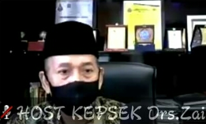 Kepala Smamita Drs Zainul Arif dalam kegiatan Virtual Parenting (Wahyu Murti/PWMU.CO)