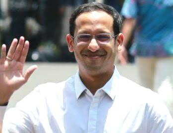 Menteri Nadiem dan Monster Liberal ditulis oleh Dhimam Abror Djuraid, wartawan senior tinggal di Surabaya.