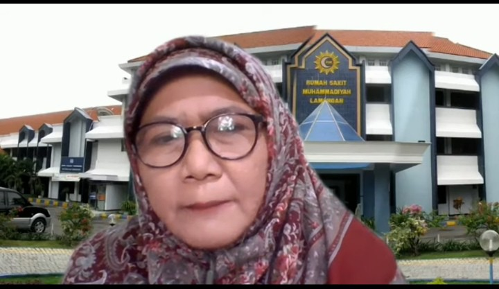 Strategi RSML cegah gugurnya nakes dikupas oleh Direktur Rumah Sakit Muhammadiyah Lamongan (RSML) dr Umi Aliyah MKes.