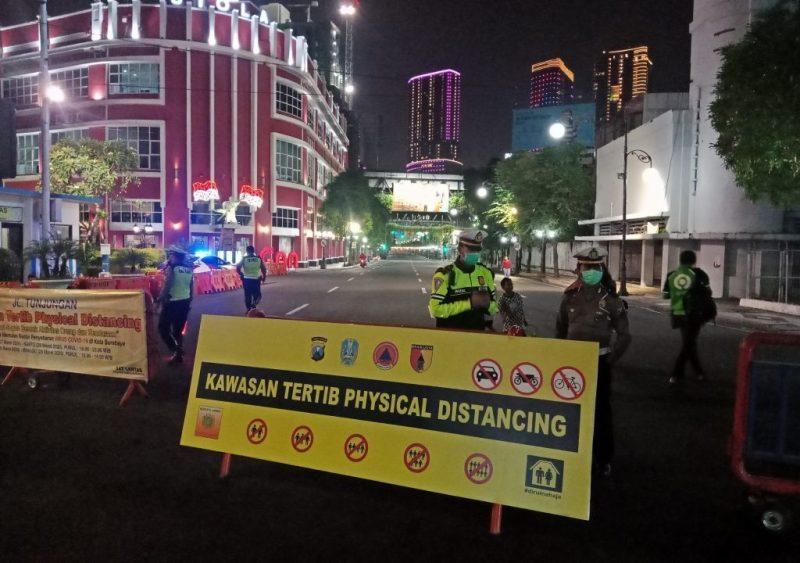 Tekan covid tiga jalan protokol Surabaya ditutup. Foto penutupan jalan Tunjungan bulan lalu. (ntmc)