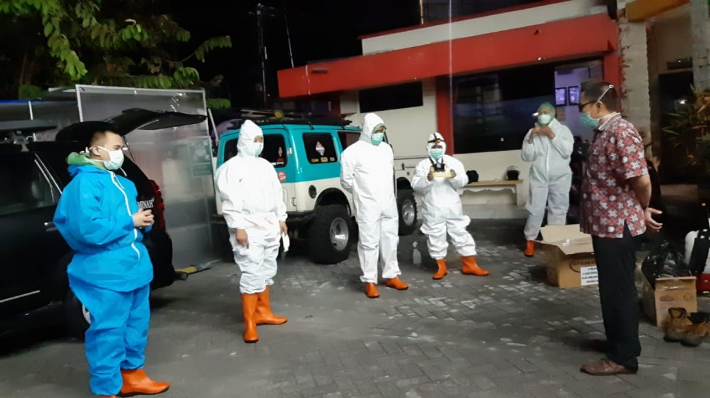 Perjuangan Muhammadiyah Blitar makamkan jenazah Covid-19 nonmuslim. MCCC Kabupaten Blitar merespon cepat permintaan warga Desa Mojorejo Kecamatan Wates.