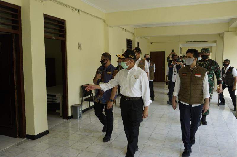 Menko PMK Muhadjir Effendy cek fasilitas Rumah Pusat Observasi Covid-19 di Kantor BPSDM.