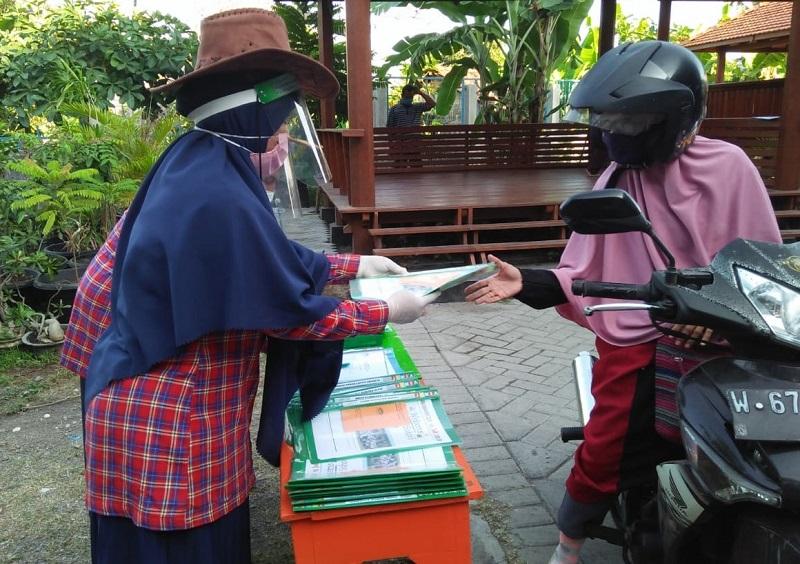 Hari pertama sekolah online SD Alam Muhammadiyah Kedanyang (SD Almadany) dikemas dengan kegiatan Menulis, Senin (13/7/20).