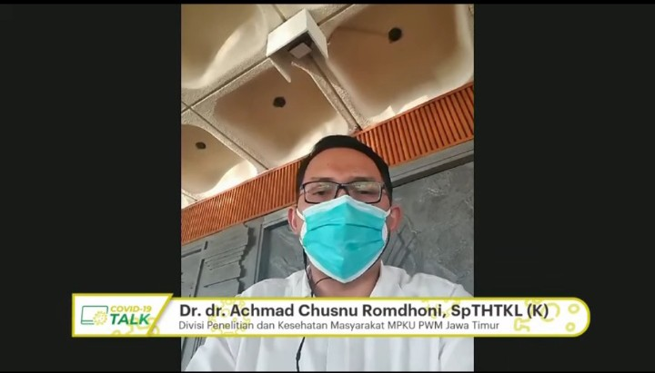 Sepelekan protokol kesehatan RS ambyar disampaikan oleh Divisi Penelitian dan Kesehatan Masyarakat MPKU PWM Jatim Dr dr Achmad Chusnu Romdhoni Sp THTKL(K).
