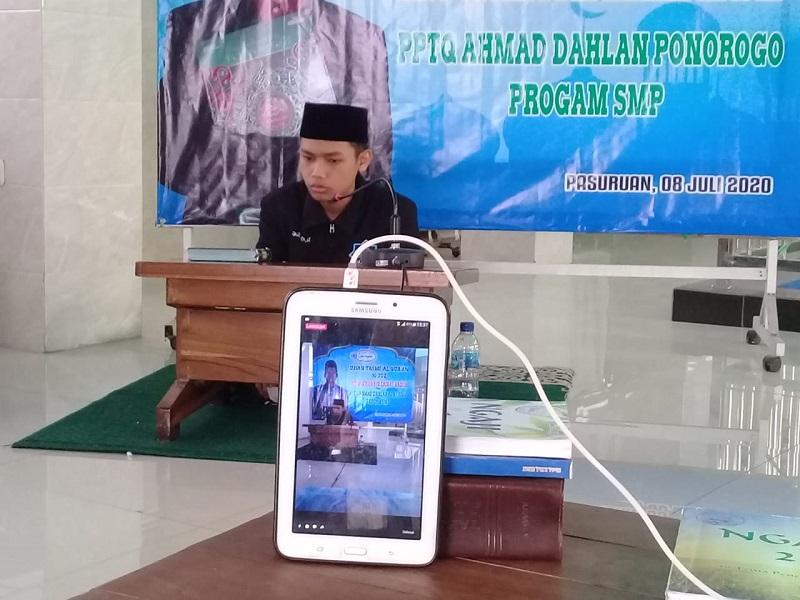 Anak penjual ikan hias Irji'ul Haq remaja asal Pasuruan hanya butuh 1,5 tahun untuk bisa menghafal 30 juz al-Quran.