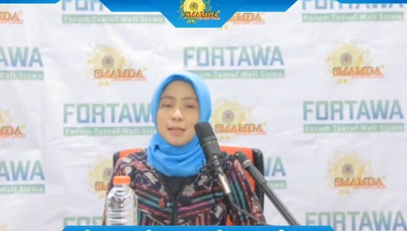 Empat masalah pendidikan masa pandemi disampaikan kepala Smamda Sidoarjo Wigatiningsih MPd dalam Fortawa online, Sabtu (25/7/20).