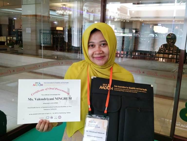 Kader Aisyiyah raih doktor tercepat di Taiwan. Di Asia University, drg Valendriyani Ningrum MPH PhD, menggapai gelar doktornya, Rabu (8/7/20).