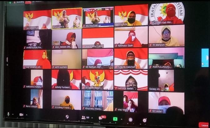Aisyiyah peringati HUT RI dengan Gerakan Pakai Masker. Perayaan Kemerdekaan RI secara virtual diikuti oleh 189 perempuan dari Aisyiyah Jatim, Senin (17/8/2020).