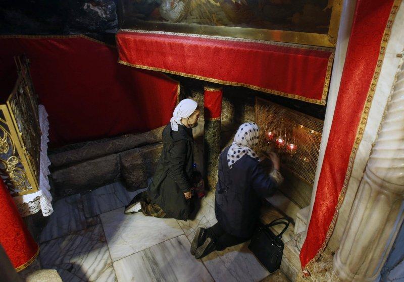 Warga Kristen berdoa di Gereja Kelahiran. Generasi terakhir pengikut Yesus. (mee)