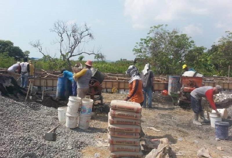 Hamas School membangun gedung baru yang sudah berjalan 3 pekan yang lalu. Pembangunan awal dimulai, Kamis (18/7/20).