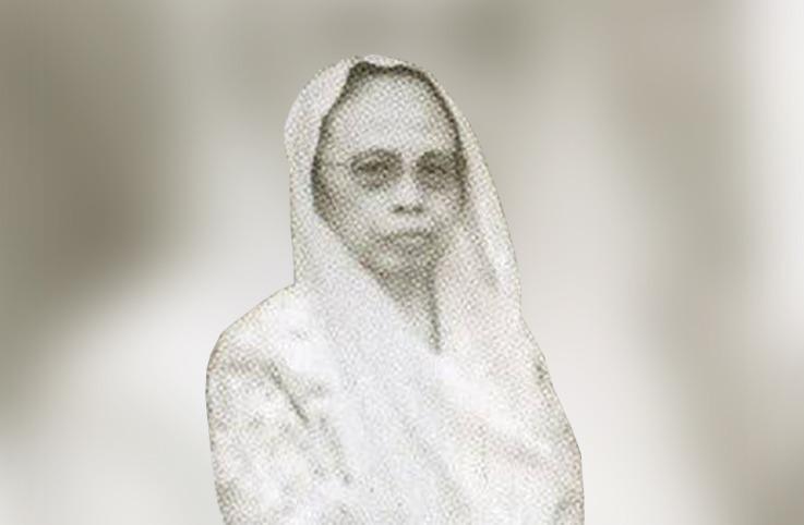 Kauman Lahirkan Profesor Perempuan Pertama ditulis oleh M. Anwar Djaelani, peminat masalah sosial-keagamaan.
