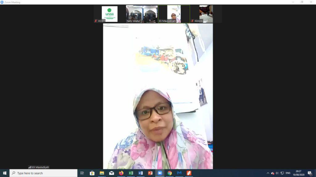 Lailatul Mauludiyah SS MPdI melepas 5 mahasiswa UMM untuk melakukan pengabdian masyarakat di Dusun Mencorek via zoom meeting (Lu'lu'ul Mar'ati/PWMU.CO)