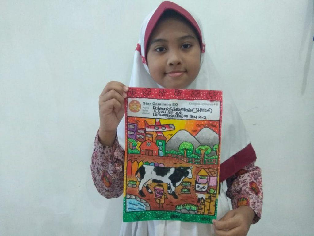 Rahmania Shanum Haiba, salah satu siswi SD Muwri yang meraih Juara Favorit 2 mewarnai (Miftakhul Muzdalifah/PWMU.CO)